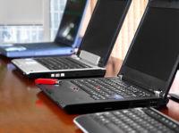 Ceny nových notebooků stále klesají. Některé modely koupíte za cenu výrazně pod 10 000,-. Jak si vedou v porovnání s repasovanými notebooky? Jaké výhody a nevýhody mají obě tyto kategorie?
